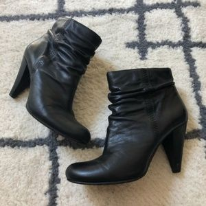 Arturo Chiang Black heeled ankle boots